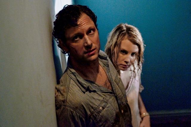 Dr. John (Tony Goldwyn) and Emma Collingwood (Monica Potter) hunt killers.