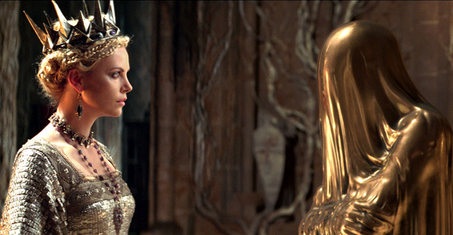 Charlize Theron as The Queen consults with the Mirror Man in Snow White and the Huntsman