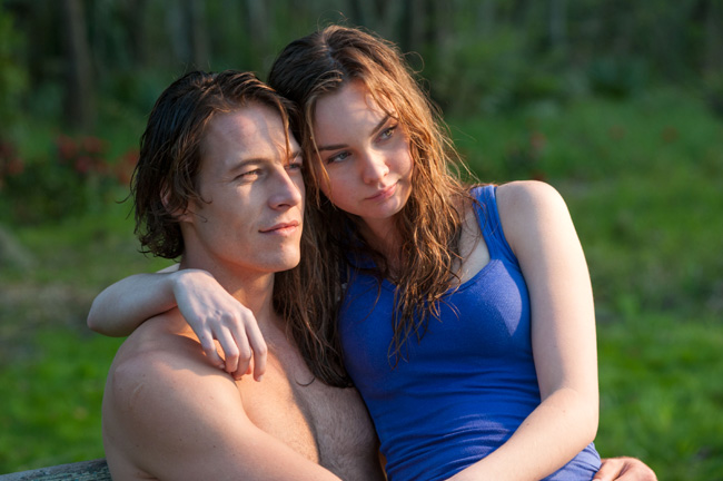 Luke Bracey and Liana Liberto in The Best of Me