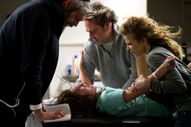 Matisyahu, Natasha Calis, Jeffrey Dean Morgan and Kyra Sedgwick in The Possession