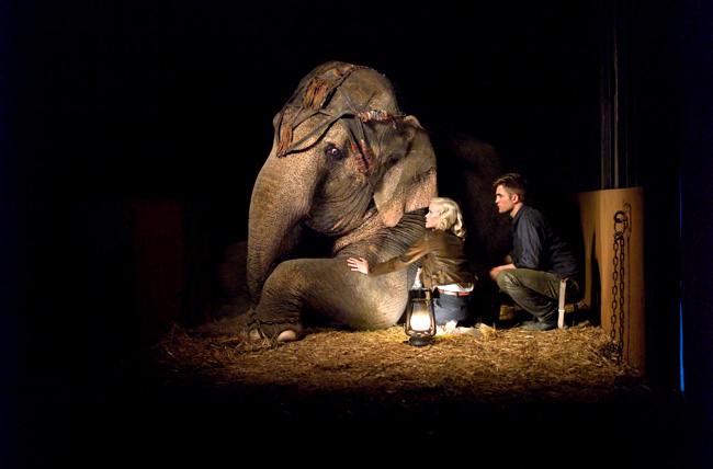 Reese Witherspoon (left) and Robert Pattinson in Water for Elephants