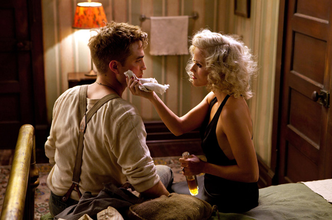 Robert Pattinson (left) and Reese Witherspoon in Water for Elephants