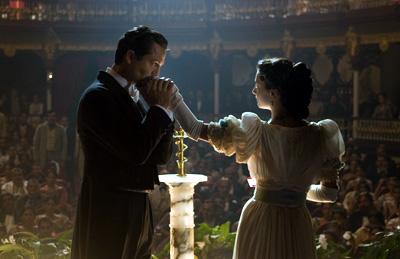 Benjamin Bratt stars as Juvenal Urbino and Giovanna Mezzogiorno stars as Fermina Daza in Love in the Time of Cholera