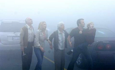 Laurie Holden (second from left), Frances Sternhagen (middle), Thomas Jane (second from right) and Nathan Gamble (right) in The Mist